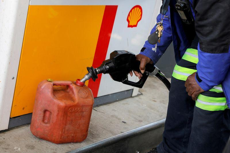 U.S. gas stations still shut, prices at 7-yr high in slow recovery from cyberattack